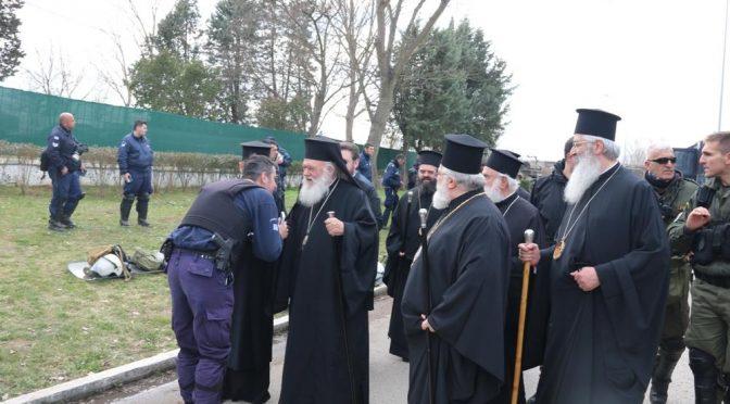 """Arcivescovo ortodosso dai soldati che respingono immigrati: """"Orgoglioso di voi che difendete confini da invasione"""""""