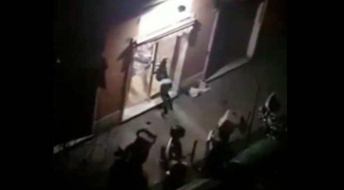 Nigeriano viola quarantena perché esige una pizza: sfonda vetrata pizzeria – VIDEO