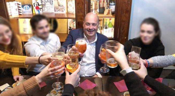 """Coronavirus: """"Armando morto in 2 giorni"""", mentre loro facevano gli aperitivi e abbracciavano cinesi"""