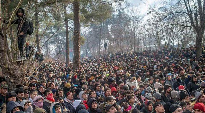 Grecia libera 11mila clandestini: presto in marcia verso Trieste