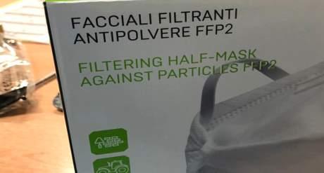 Al personale sanitario mascherine antipolvere per muratori – FOTO