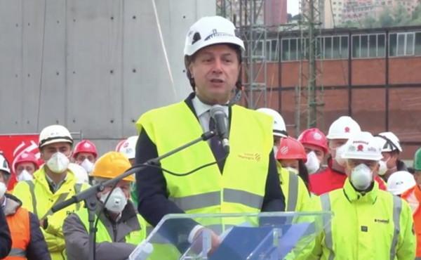 Conte viola le sue regole pur di farsi pubblicità col nuovo Ponte di Genova – FOTO