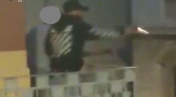 Bari, rider  africano vicino all'auto: gli spara dal balcone