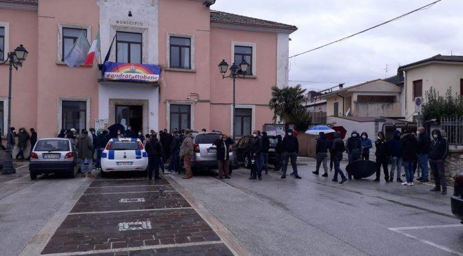 Bonus spesa agli immigrati, in fila per fregarlo agli italiani – VIDEO