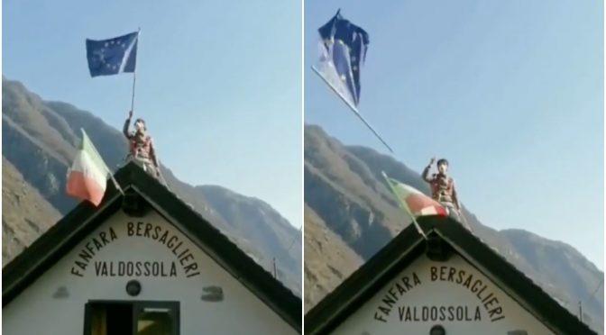 Bersagliere getta via bandiera Ue, rivolta dilaga – VIDEO