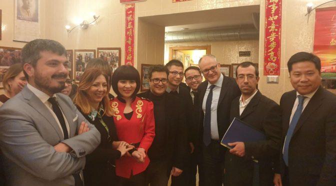 Invece di ordinare mascherine, i ministri di Conte al ristorante cinese – VIDEO