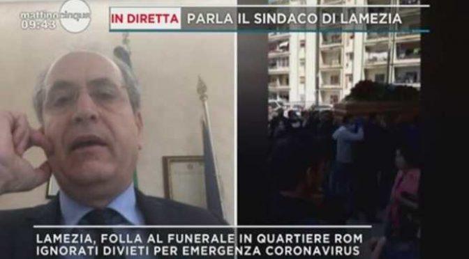 Funerali vietati per italiani: folla al funerale dei Rom – VIDEO