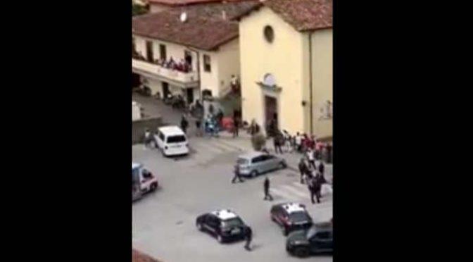 Immigrati don Biancalani attaccano residenti: migrante ricoverato per CORONAVIRUS – VIDEO
