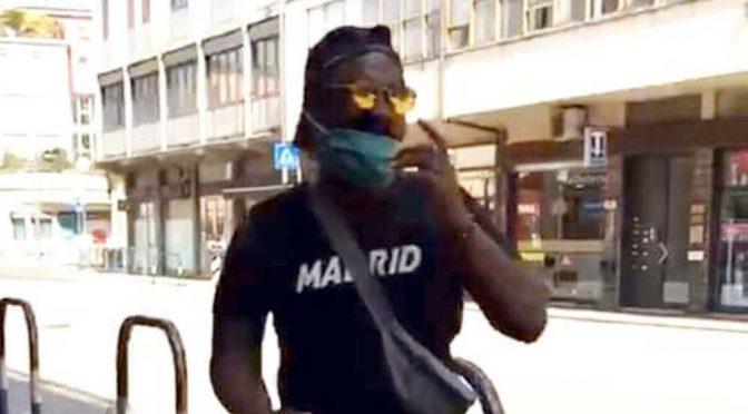 Africano si finge cieco e riscuote 100mila euro di pensione di invalidità