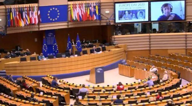 UE vuole punire chi è contro l'immigrazione e il meticciato