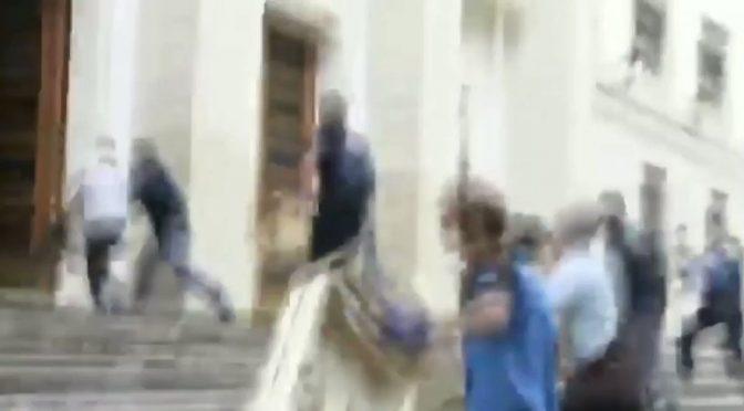 Cittadini multati perché protestano assaltano Prefettura – VIDEO