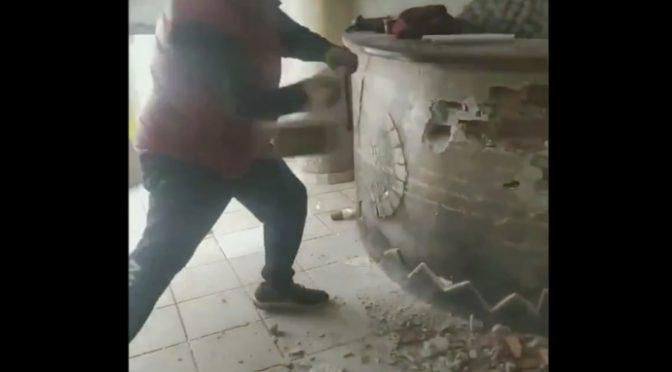 Ristoratore distrugge il suo locale per disperazione: governo pensa ai clandestini – VIDEO