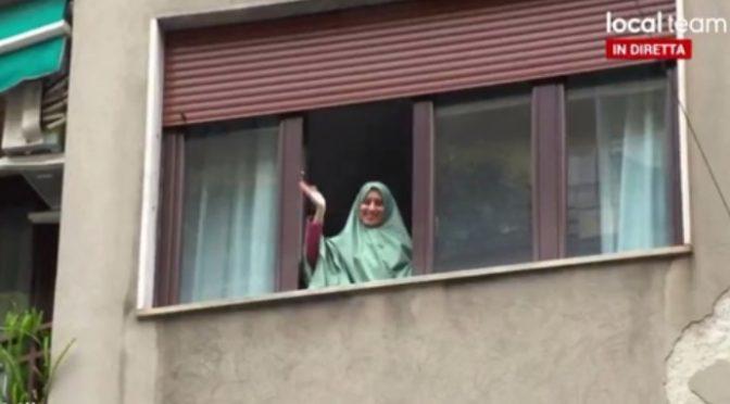 """Aisha inizia a predicare: """"Non vedevo l'ora di sbarcare, nonostante il vestito"""""""