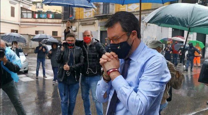 Salvini in preghiera dove i rom hanno ammazzato un poliziotto