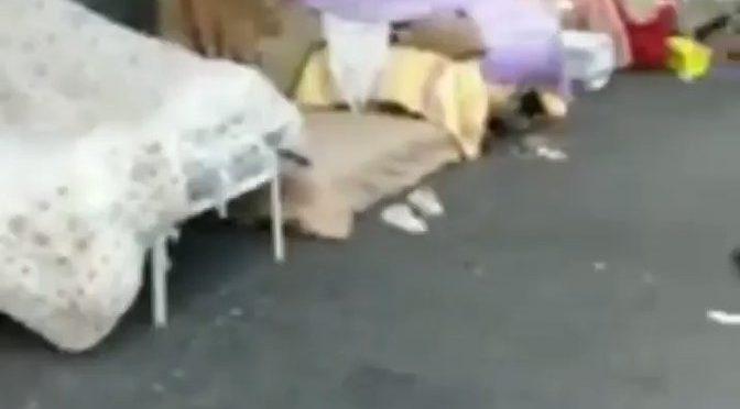 Accampamento di immigrati a Napoli: DeLuca ha scordato il lanciafiamme – VIDEO