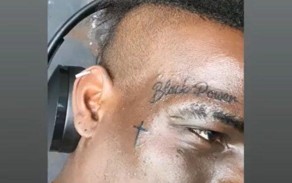 Il tatuaggio razzista di Balotelli che viola le regole FIFA