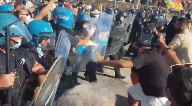 Mondragone, capo protezione civile ha guidato attacchi contro Salvini