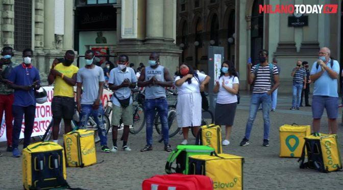 Clandestini che lavorano in nero per note multinazionali manifestano e nessuno li arresta – VIDEO
