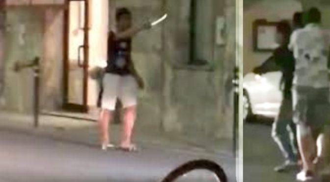 """Armato di coltello contro agenti al grido """"Allah Akbar"""": li riempie di morsi ma il giudice lo scarcera"""