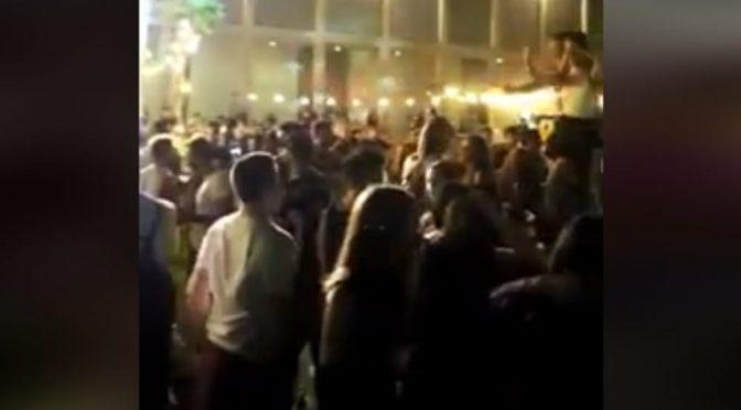 Concerti aperti ma solo per i gay: tutti assembrati e senza mascherine – VIDEO