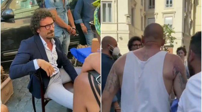 Folla furiosa caccia grillino Toninelli dal bar: ora cacciamoli dal governo – VIDEO