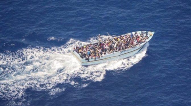 Stato d'emergenza: sbarcano decine di pakistani senza controllo, altri in fuga