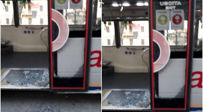 Immigrato sfonda vetro del bus a calci, ferita una ragazza