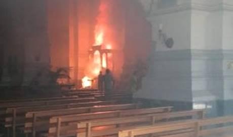 Brucia chiesa anche in Italia: nella città degli sbarchi – FOTO