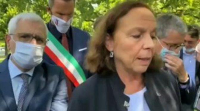 Albanese va a picchiarlo in casa sua e l'italiano gli spara per difendersi: indagato!