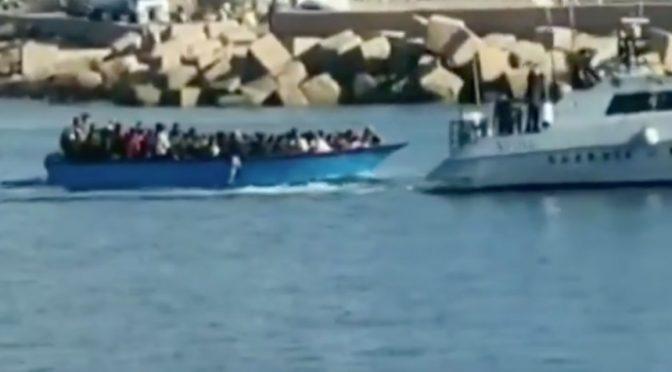 Sbarcati mille clandestini in 3 giorni, altri ventimila in arrivo: Conte prepara l'invasione