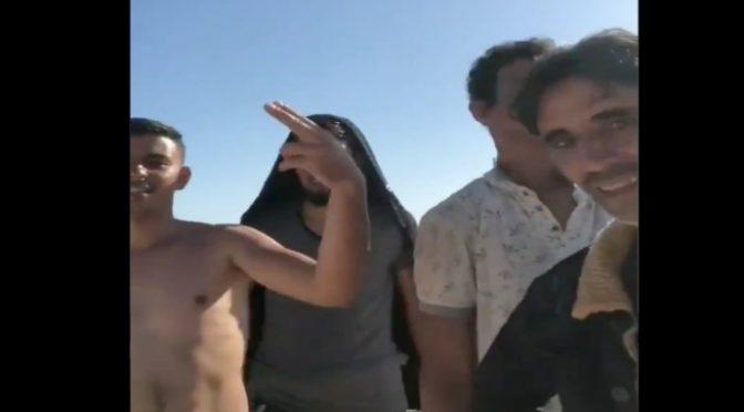 """Conte parla e tunisini lo perculano dal barcone: """"Stiamo arrivando"""" – VIDEO"""