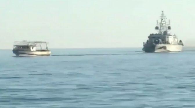 """GUARDIA COSTIERA TUNISINA LASCIA PASSARE BARCONI: """"ANDATE IN ITALIA"""" – VIDEO"""