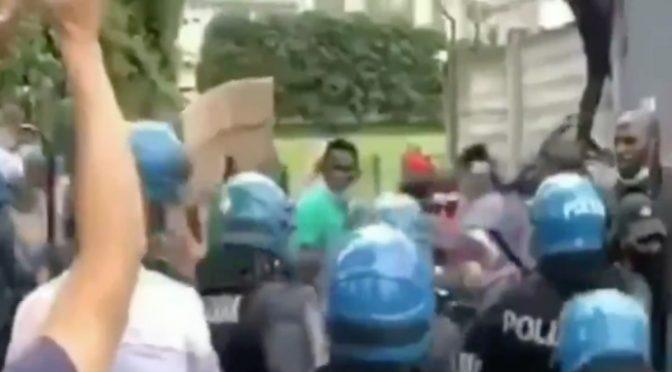 """Polizia contro Governo: """"Sbarchi sono un'emergenza"""" – VIDEO"""