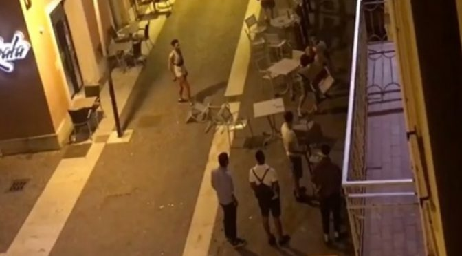 Guerriglia a Verona: immigrati devastano locale a sprangate – VIDEO