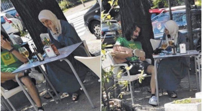 Silvia Romano confusa: velo islamico e birretta – FOTO