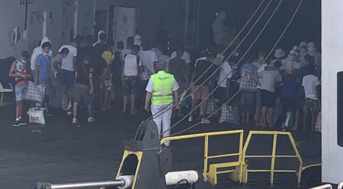 Nave di lusso carica i clandestini di Lampedusa