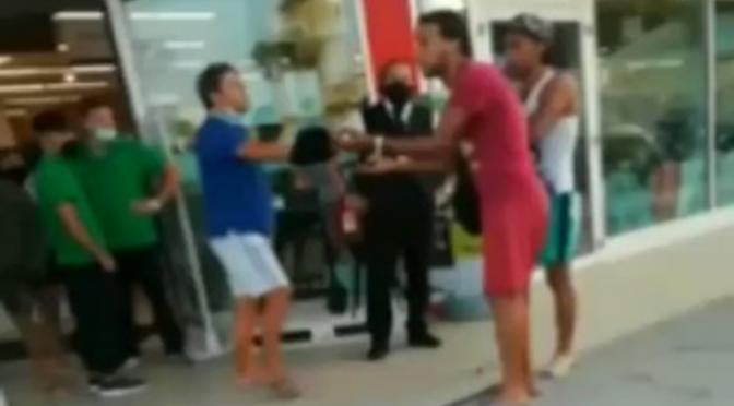 """Caccia due immigrati che molestano donne, sardine protestano: """"Razzista"""" – VIDEO"""