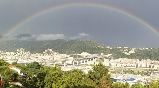 L'arcobaleno sul Ponte di Genova appena inaugurato – VIDEO