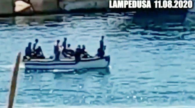 Assalto a Lampedusa: arrivano direttamente in porto – VIDEO