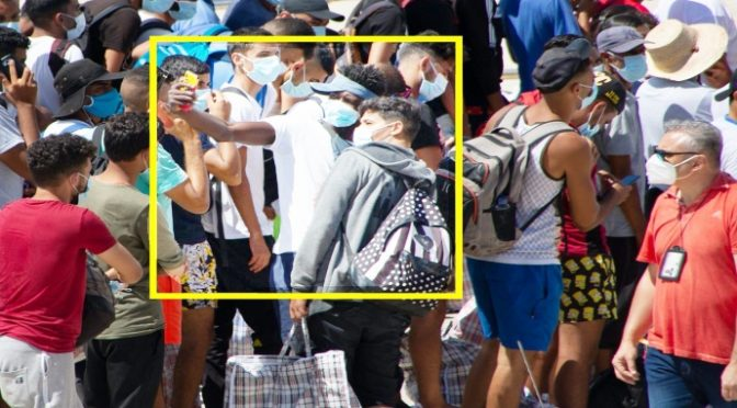 Boom di sbarchi e crollo di turisti stranieri: l'estate di Conte è un dramma