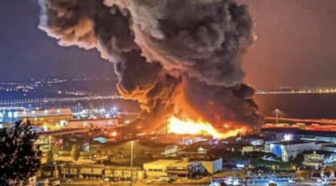 Incendio porto Ancona: chiusi parchi,scuole