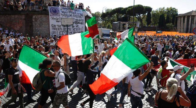 """""""Noi siamo il popolo"""", migliaia a Roma contro la dittatura sanitaria di Conte"""