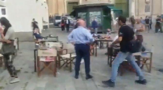 "Sardine assaltano comizio Salvini: ""Devi morire"" – VIDEO CHOC"