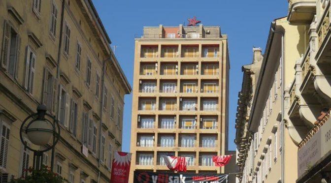 Fiume, stella rossa titina sul palazzo degli italiani