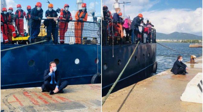 Italia umiliata, Ong tedesca scarica 130 clandestini nonostante proteste – VIDEO