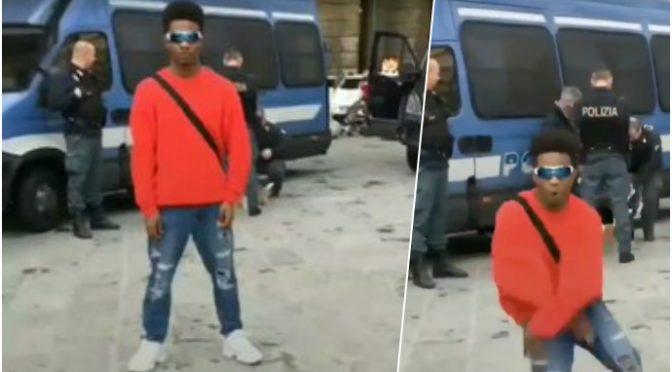 Africano irride poliziotti con un balletto – VIDEO