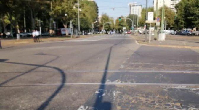 Milano: auto bloccate per il passaggio di Mattarella – VIDEO
