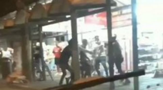 Africani contro bangla: scontri etnici a Rimini – VIDEO