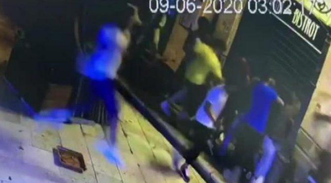 """Raid punitivi in Sicilia contro gli africani: """"Non dovete stare in Italia"""" – VIDEO"""