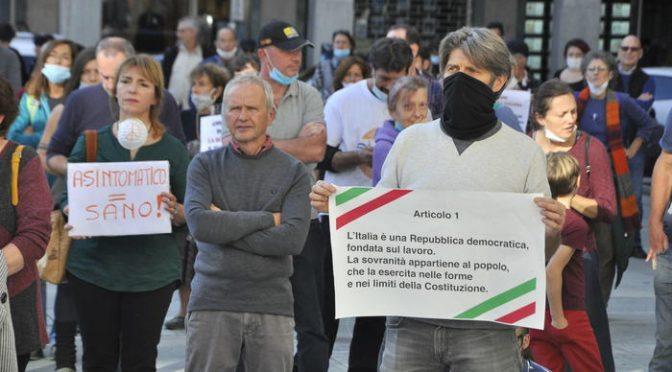 La protesta anti-lockdown dilaga: centinaia sotto Regione Val d'Aosta